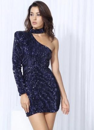Красивое асиметричное платье с чокером