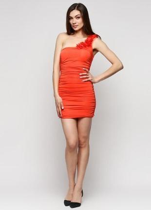 Оранжевое платье на одно плече