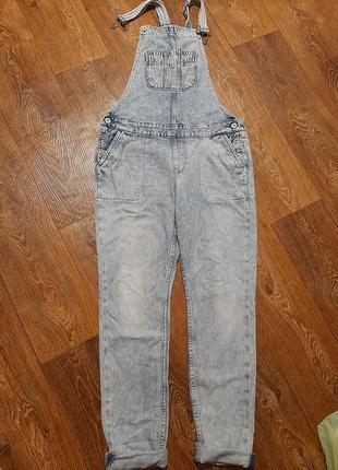 Джинсовый комбинезон. джинсы