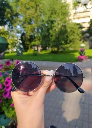 Стильные круглые солнцезащитные очки round хит сезона бестселлер черные серебристая оправа