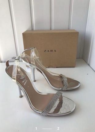 Серебренные туфли абсолютно новые