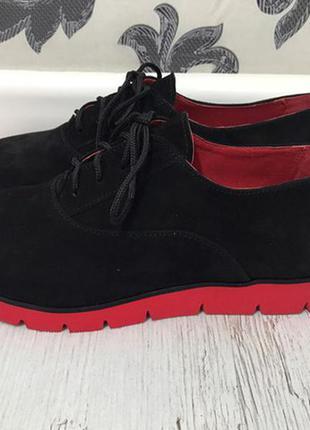 Классические замшевые туфли на красной тракторной подошве