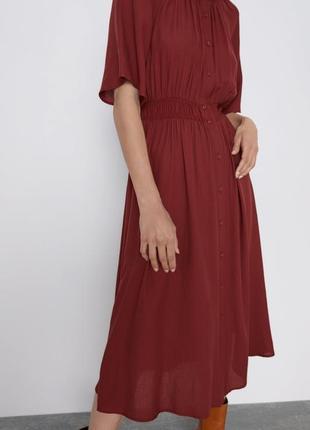 Платье халат zara приталенное миди бордовое марсала коротким рукавом на пуговицах летнее