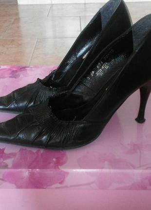Кожаные туфли best but с острым носком