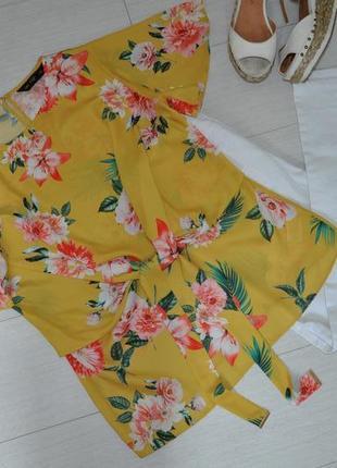 Актуальная, яркая блузка f&f в цветочный принт