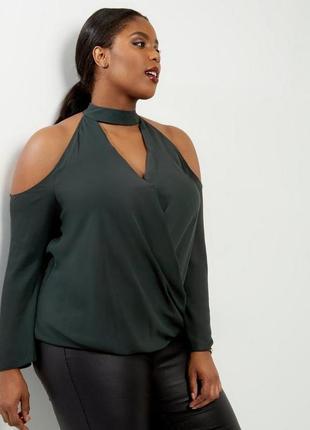Шикарная изумрудная блуза на запах с открытыми плечиками