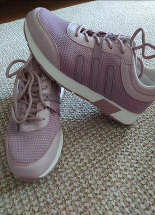 Женские кроссовки пудрово-розовые