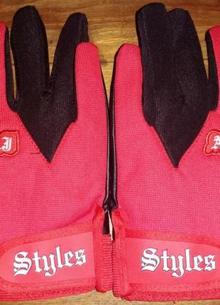 Спортивные перчатки styles
