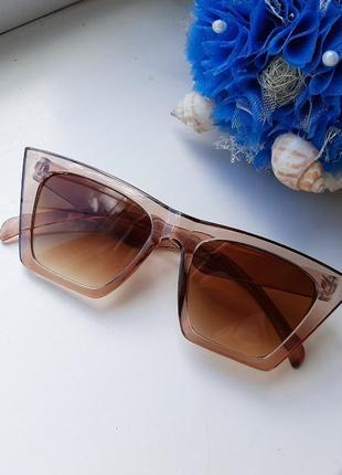 Стильные очки цвета карамели