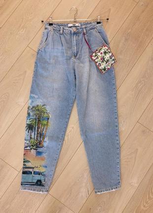 Мом очень крыты джинсы