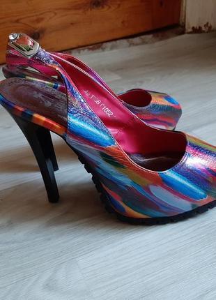 Разноцветные босоножки на каблуке + платформа (sharman)