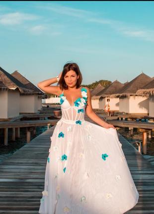 Шикарнейшее пляжное свадебное платье.