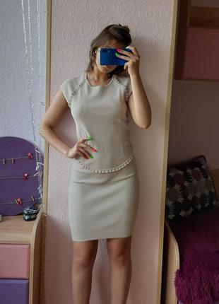 Брендовое стильное бежевое платье