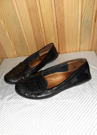 Чёрные кожаные туфли лоферы с бахромой на низком ходу