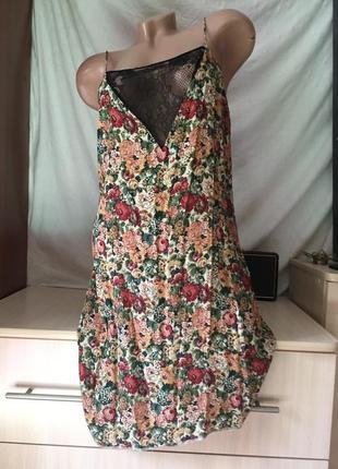Легкий сарафан на бретельках / платье в цветочки