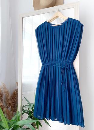 Плісерована сукня з пояском