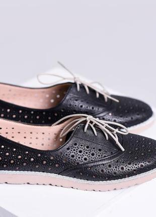 Кожаные туфли с перфорацией на низком ходу натуральная кожа