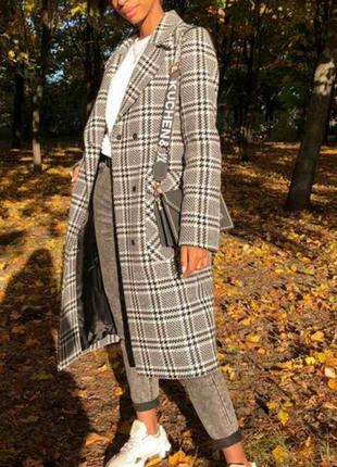 Пальто,в модный принт, размер 44