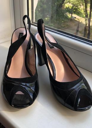 Кожаные чёрные босоножки 38 размер
