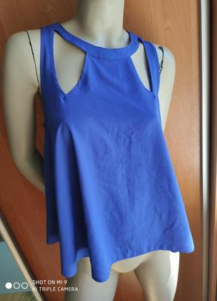 Оригинальная блуза с вырезами и красивой спинкой