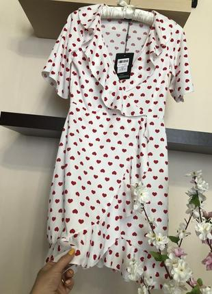 Красивое и очень нежное платье на запах с сердечками,