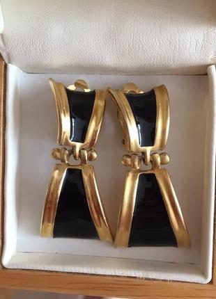 Винтажные серьги клипсы золотистые с черной эмалью