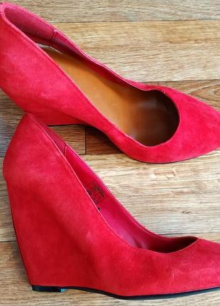 Натуральные замшевые туфли на платформе!