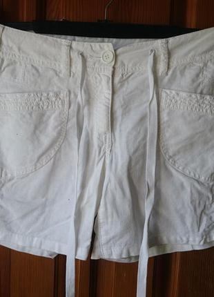Льяные белые шорты по бедрам 104см