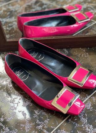 Кожаные туфли с пряжкой , балетки roger vivier