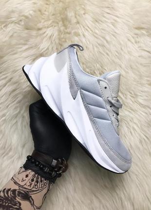 Кроссовки adidas sharks grey серые с белой подошвой