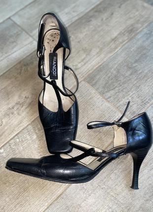 Чёрные туфли на каблуке,квадратный носок,тонкий каблук