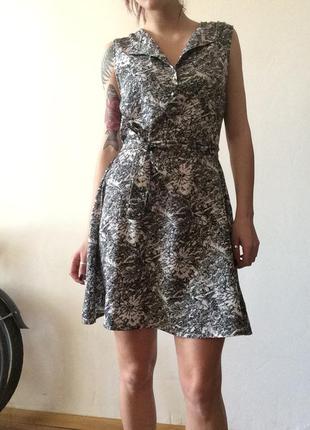 Легкое платье с поясом