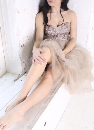Воздушное платье цвета мокко