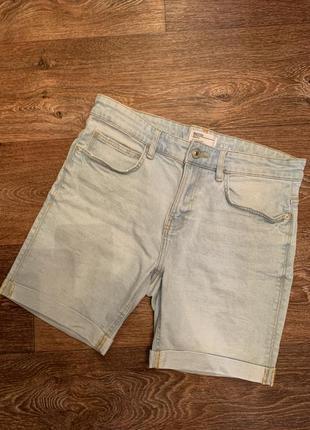 Мужские светлые джинсовые шорты bershka
