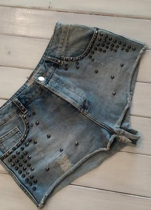 Крутые джинсовые шорты с высокой посадкой