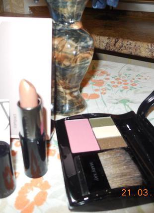 Компактный футляр с косметикой mary kay