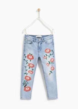 Дуже гарні світлі джинси з вишивкою на дівчинку або худеньку жінку зростом 164 см від zara