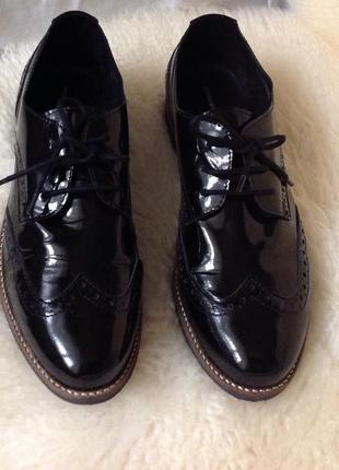 Нові.туфлі лакові шкіра чорний глянець бренду roberto santi оригінал