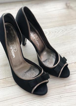 Шикарні італійські туфлі 37-37,5