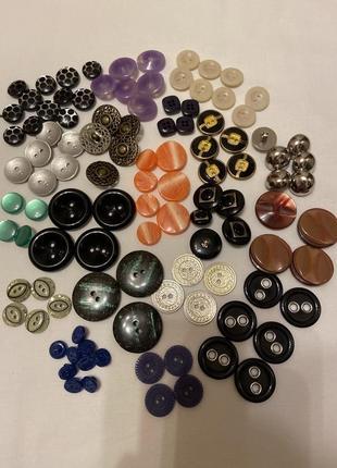 Пуговицы разных фасонов, цветов и размеров. наборы пуговиц