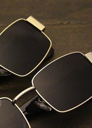 Широкие солнцезащитные очки маска квадратные женские черные стеклянные  в золотой оправе4 фото