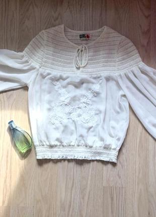 Шикарная блуза с объемными рукавами