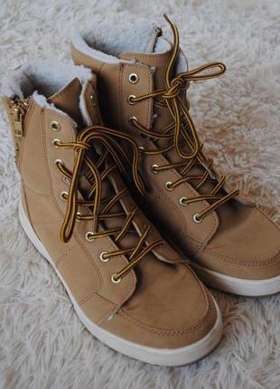 Стильные демисезонные ботинки декоративный мех