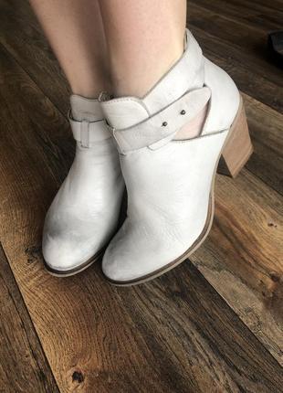 Стильные кожаные ботиночки bata