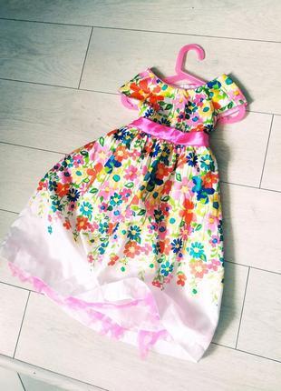 Нарядное легкое платье.
