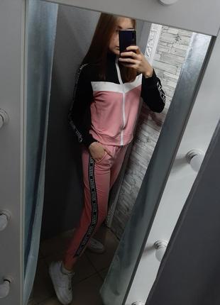 Женский спортивный костюм в стиле miu miu