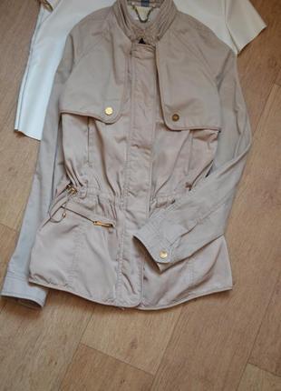 Zara повседневная легкая куртка ветровка бежевая кежуал стильная прямая хс