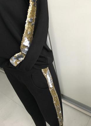 Красивый прогулочный спортивный костюм с декором из пайеток из хлопка.