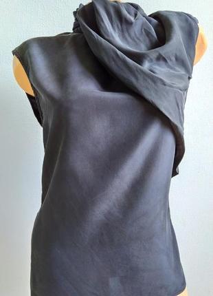 Эффектная блуза из шелка с молнией сзади