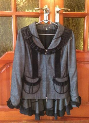 Костюм женский с юбкой серый с черным